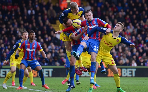 LONDON, ENGLAND - FEBRUARY 21: (L-R) Per Mertesacker of Arsenal, Damien Delaney of Crystal Palace, Jordon Mutch of Crystal Palace and Calum Chambers of Arsenal battle for the ball during the Barclays Premier League match between Crystal Palace and Arsenal at Selhurst Park on February 21, 2015 in London, England. (Photo by Jamie McDonald/Getty Images)