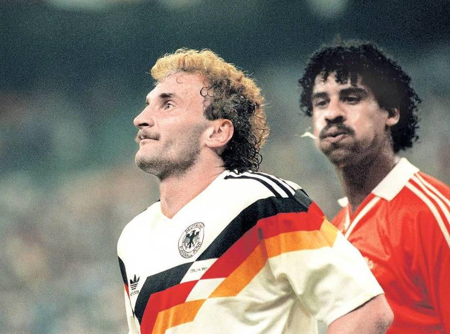 Jadwal Piala Euro 2016 - Frank Rijkaar Tertangkap Meludahi Rudi Voller Euro 1990