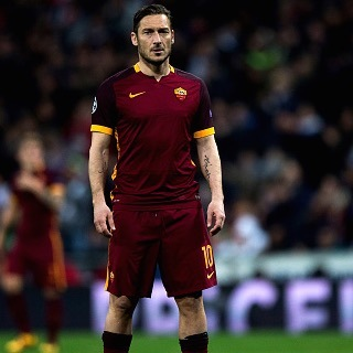 MADRID, SPAIN - MARCH 08: Francesco Totti of AS Roma looks on during the UEFA Champions League Round of 16 Second Leg match between Real Madrid CF and AS Roma at Estadio Santiago Bernabeu on March 8, 2016 in Madrid, Spain.  (Photo by Gonzalo Arroyo Moreno/Getty Images)