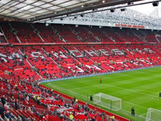 Suasana Memerah di stadion